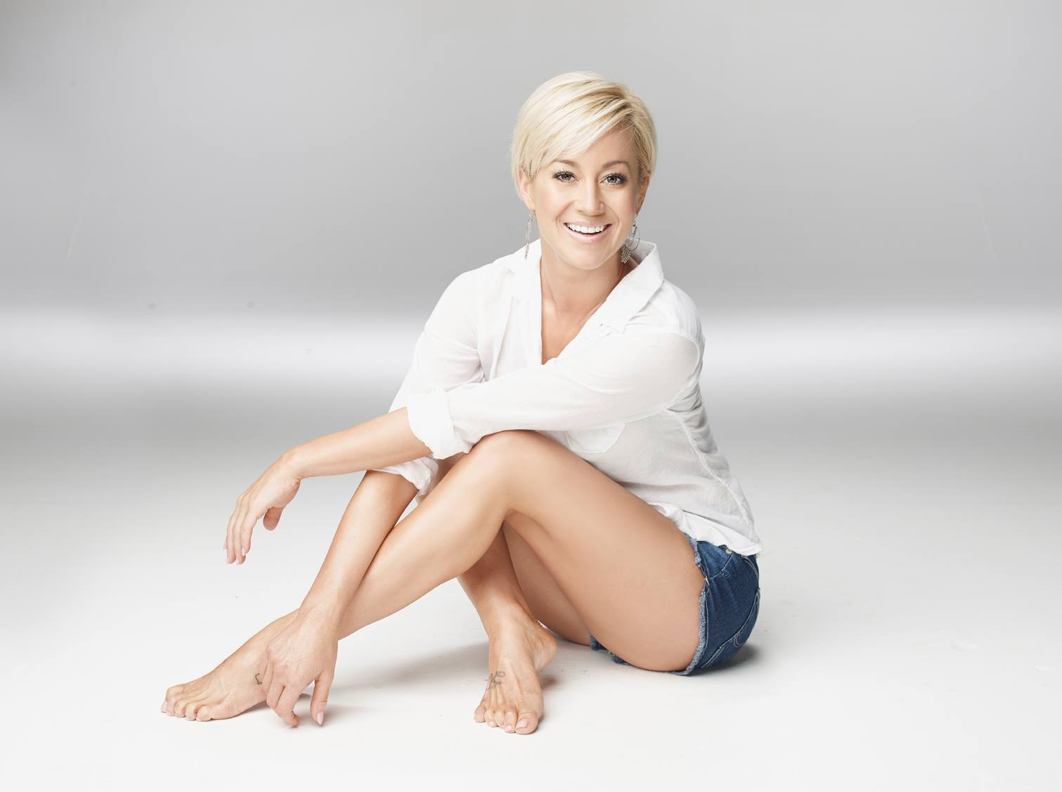 BALLANTYNE MAGAZINE – Kellie Pickler headlines Girls & Guitars for this date night