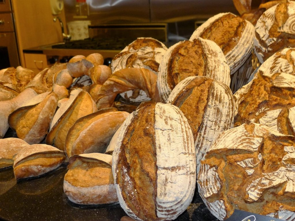 CHARLOTTE FIVE – Bread Conference Draws Gliteratti